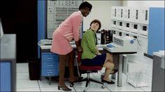 アメリカ最大の通信会社AT&Tによって設立されUNIXやC言語、世界初の太陽光発電などを実現させた、まさに人類の叡智の精髄といえる「ベル研究所」。その1960年代に撮影された内部の写真が、実にレトロフューチャー...