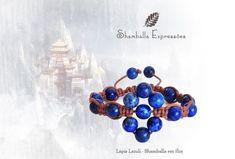 Pulseira Shamballa em Flor Lápis Lázuli confeccionada em macramê e pedras naturais, energizadas com energia Reiki  17 pedras de 8mm Compras pelo site http://www.elo7.com.br/42FDAA #jewelry #biojoias #yoga #yogis #om #zen #espiritual #stone #hippie #bracelets #hippiechic #acessorios #shiva #handmade #pedrasnaturais #pulseirismo #shamballa #boho #bohochic #shamballaexpressoes #meditation #amor #paz #yogalifestyle #energy