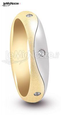 http://www.lemienozze.it/gallerie/foto-fedi-nuziali/img29760.html Fedi nuziali in oro giallo satinato ed oro bianco