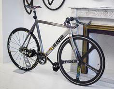 Impressive Cinelli Mash Bolt fixed gear bike