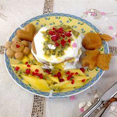 My Casual Brunch: Panquecas com iogurte grego, manga e maracujá
