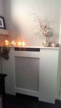 Maak zelf je radiatorbekleding ! weg met die lelijke verwarming in gezellige ruimtes! Small Entry, Vent Covers, Radiator Cover, Entry Hall, Diy Projects To Try, Entryway Tables, Sweet Home, House, Sleep