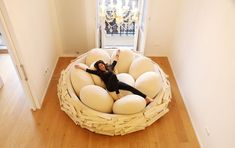 This Giant Bird Nest Bed is capable of sitting 16 adults, and it was designed with the friendly hangout in mind. Have a party and invite everyone to sit in. Cool Bedroom Accessories, Home Accessories, Decor Interior Design, Interior Decorating, Decorating Tips, Apartment Sofa, Apartment Therapy, Canapé Design, Design Trends