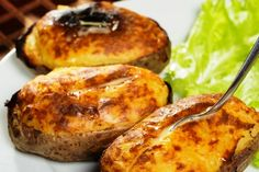 Πατάτες με μπεσαμέλ, τυρί και λουκάνικα | Jenny.gr Antipasto, Finger Foods, Baked Potato, Barbecue, Food And Drink, Eat, Cooking, Ethnic Recipes, Foodies
