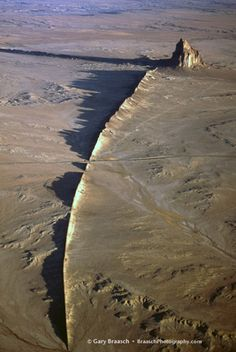 Ship Rock, New Mexico, low aerial of this great volcanic remnant and Native sacred site, 2004 - by Gary Braasch G New Mexico Usa, Travel New Mexico, New Mexico Homes, Places To Travel, Places To See, Land Of Enchantment, All Nature, Landscape Pictures, Bolivia
