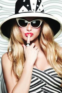 Paulina Rubio. Seguici diventa nostra fan ed entrerai nel mondo fantastico del Glamour  Shoe shoes scarpe bags bag borse fashion chic luxury street style moda donna