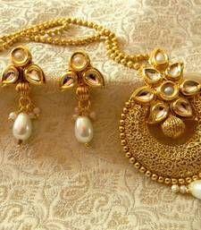 Buy Beautiful Kundan White Wedding Pendant Set Jewellery Pendant online