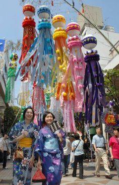 FESTIVAL DE TANABATA Tanabata Festival, Matsuri Festival, Star Festival, Japan Honeymoon, Japanese Festival, Japan Holidays, All About Japan, Student In Japanese, Visit Japan