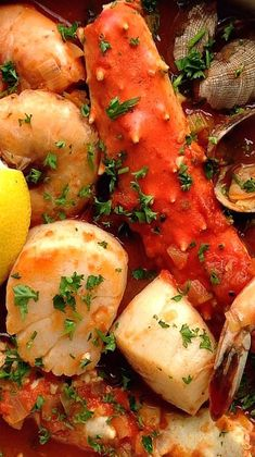 Look no further, this Cioppino recipe has been tweaked to perfection. Thick with tangy tomatoes, overflowing with fresh vegetables and four types of briny shellfish. The secret ingredient may surprise Shellfish Recipes, Seafood Recipes, Soup Recipes, Cooking Recipes, Healthy Recipes, Cooking Food, Bread Recipes, Cooking Tips, Seafood Stew