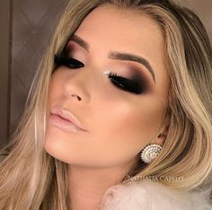 How to get a perfect eye make Wie du ein perfekte Augen Make Up hinbekommst! The best guide to perfect your eyes and make up your eyes bigger! Blue Eye Makeup, Smokey Eye Makeup, Skin Makeup, Eyeshadow Makeup, Neutral Makeup, Eye Makeup For Prom, Eyeshadows, Base Makeup, Smokey Eye For Brown Eyes