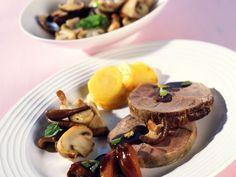 Wildschwein-Rollbraten mit Pflaumensauce ist ein Rezept mit frischen Zutaten aus der Kategorie Wildschwein. Probieren Sie dieses und weitere Rezepte von EAT SMARTER!