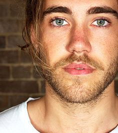 I have a thing for brown eyes but Matt Corby is so hot..... I'll let it slide