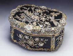 queen elizabeth II's jewelry box...18th century bloodstone snuff box made for king frederick the great of prussia...nearly 3,000 diamonds arranged pictorially to represent flowers, insects and musical instruments....