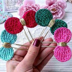Paperclip Crafts, Paperclip Bookmarks, Crochet Bookmarks, Crochet Books, Modern Crochet, Paper Clip, Crochet Flowers, Crochet Projects, Free Crochet