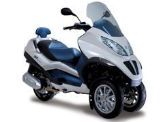 Piaggio MP3 Hybrid trike hits the streets in early 2010 for around $9,000