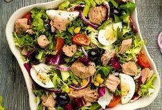 Salata cu ton și ouă fierte este masa ideală pentru orice moment al zilei. E uşoară pentru stomac (chiar mai mult decât indicată) şi mai mult decât uşor de preparat. Fă şi tu o salată cu ton după această reţetă simplă! O masă completă, gata în numai 20 de minute. 1. Peştele se scoate din … Tumblr Food, Good Food, Yummy Food, Romanian Food, Healthy Salad Recipes, Food Cravings, Summer Recipes, Food And Drink, Cooking Recipes