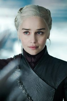 emilia clarke So basically. the woman who started out as a slave -abused and sold by her brother, fought her way through it. lost a husband and a Emilia Clarke Daenerys Targaryen, Game Of Throne Daenerys, Serie Got, Arte Game Of Thrones, Game Of Thrones Characters, Game Of Trone, The Mother Of Dragons, Queen Of Dragons, My Champion