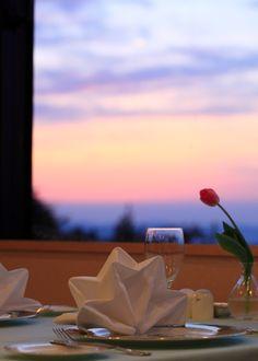 散居の里に沈む夕日が心をなごませてくれます。