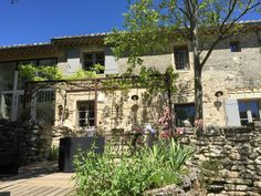 (Text automatically translated) Between the sweet museum (Haribo) and Place aux Herbes (with its market every Saturday), the Mazet comfortable, fully renovated with its swimming pool will delight you with its ...
