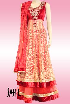 Beautiful laacha with full embroiderer on the front. For more info please contact sales@sahil.com