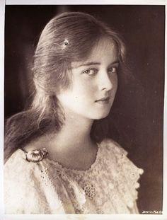 Bette Davis quando jovem.