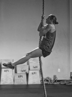 Great snap of Jess doing a rope Pull-up!