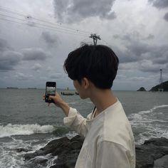 [Chanbaek] Baekhyun havia acabado de se mudar para Seul, e precisava … # Fanfic # amreading # books # wattpad Mode Ulzzang, Korean Boys Ulzzang, Cute Korean Boys, Ulzzang Couple, Ulzzang Boy, Asian Boys, Korean Aesthetic, Aesthetic Boy, Pretty Boys