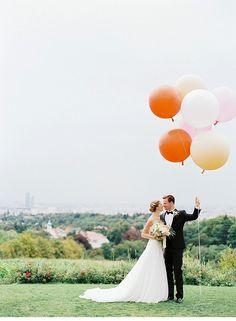Sandra und Michael, Hochzeit in den Wiener Weinbergen von Lovely Weddings und peaches & mint