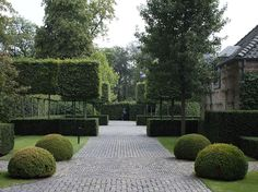 I like these cobbles which would look good outside the Stable Block - avantgarden - antwerp - Gardening