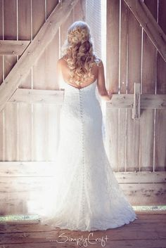 Barn wedding picture with bride and barn doors
