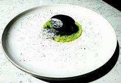Crème de choux et ses tuiles au charbon végétale et son émulsion de Chaource