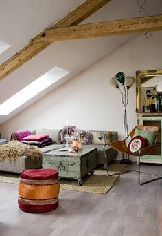 55 Cozy Rustic Living Room Decor Ideas - Home Decor & Design Boho Chic Living Room, Living Room Decor, Salon Boho Chic, Boho Deco, Attic Design, Home And Deco, Eclectic Decor, Cool Rooms, Small Rooms