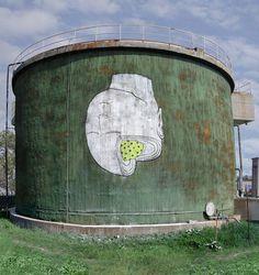 La street art di Blu contro il grigiore della metropoli - dailySTORM