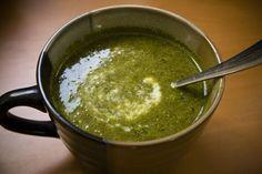 Squisita zuppa cremosa all'avena, spinaci  e tofu, per uno squisito e genuino pranzo energetico.
