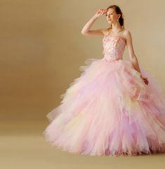 虹色ドレスはみんなの憧れ♡〔レインボードレス&グラデーションドレス〕が可愛いブランド5選*にて紹介している画像