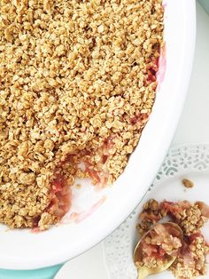 Have this Rhubarb Crisp Dessert on your table in under 1 hour. It& tart, sweet and so delicious! Serve with vanilla ice cream. Chocolate Bundt Cake, Chocolate Flavors, Delicious Desserts, Dessert Recipes, Candy Recipes, Recipes With Coconut Cream, Oat Crumble Topping, Shortbread Cookie Crust, Vanilla Buttercream Frosting