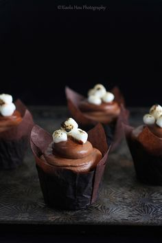 Cupcakes de chocolate oscuro con mashmallows