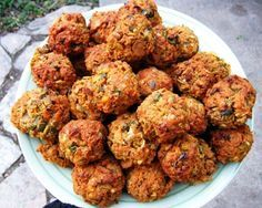 Five Delicious Vegetarian Meatball Recipes (Baking Eggplant Meatballs) Vegetarian Main Dishes, Vegan Vegetarian, Vegetarian Recipes, Healthy Recipes, Kosher Recipes, Cooking Recipes, Vegetarian Meatballs, Meatball Recipes, Veggie Recipes