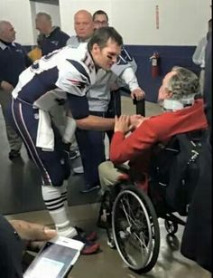 Tom Brady with former president Bush at halftime in Houston. New England Patriots Merchandise, New England Patriots Football, Patriots Fans, Best Football Team, Nfl Football, Tom Brady And Gisele, Go Pats, Boston Strong, Boston Sports