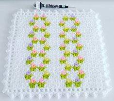 Filet Crochet, Flamingo, Elsa, Diy And Crafts, Blanket, Instagram, Throw Pillows, Bed Covers, Bedspreads