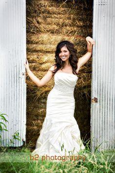 bridal portrait outdoor with hay bales