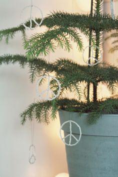 Peace Peace, Wreaths, Diy, Home Decor, Decoration Home, Door Wreaths, Bricolage, Room Decor, Do It Yourself