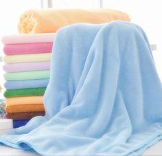 Toallas de algodón o de microfibra: La absorción de agua en las toallas de microfibra no es natural como las de algodón, esto se debe a que solo absorbe el agua que está en contacto con la toalla, en los canales del tejido. http://www.casablanqueria.com/bano/toallas-de-algodon-o-de-microfibra/ http://www.casablanqueria.com/bano/como-elegir-toallas-de-bano-de-calidad/