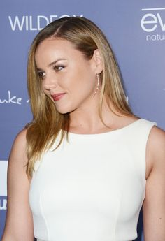 Ingenious Abbie Cornish...  Magnificent Hairstyles...   She has also starred in A Good Year (2006), Elizabeth: The Golden Age (2007) and Kimberly Peirce's Stop-Loss.
