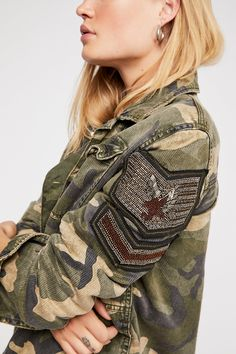 Military inspired soft utility shirt jacket featuring luxe bead accents on the sleeve and allover raw trim. Exposed button closures, hip pockets and bust pocket detailing. Military Jacket Outfits, Military Jacket Women, Military Style Jackets, Military Fashion, Military Shirt, Color Militar, Mexican Outfit, Shirt Jacket, Camo Jacket