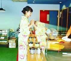 手仕事鑑賞  出来上がる もうすぐナニカが 出来上がる  #着物 #kimono #japan #大塚呉服店 #otsukagofukuten #パパブブレ#yusukeseki #あめ #渋谷 #手仕事  #ワクワク  大塚呉服店143 (by otsukanaoto)