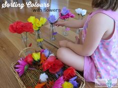 A basket filled with a range of different coloured fake flowers can open the opporunty to learn in so many ways. Children can explore ideas, theories using imagination and dramatic play, make patterns, learn colours and so much more. Preschool Classroom, Preschool Ideas, Kindergarten, Learning Colors, Learning Games, Colour Activities, Sorting Colors, Home Daycare, Dramatic Play
