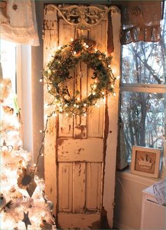 If you love shabby chic, you will love these beautiful Christmas ideas. I hope they inspire you to create your own SHABBY CHIC CHRISTMAS ! Shabby Chic Christmas, Primitive Christmas, Country Christmas, All Things Christmas, Christmas Home, Vintage Christmas, Christmas Holidays, Christmas Crafts, Elegant Christmas