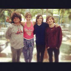 Con los Mesoneros! me topé con ellos en televen!! soy su fan! éxitos!