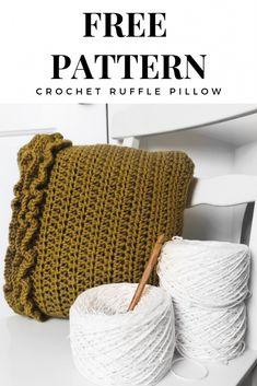 Free Crochet Pattern Ruffle Pillow Pattern By Taylor Lynn Crochet. Perfect home decor crochet project. Crochet Pillow Pattern, Crochet Ruffle, Crochet Cushions, Cute Crochet, Easy Crochet, Crochet Patterns, Crochet Ideas, Crochet Blankets, Crochet Afghans
